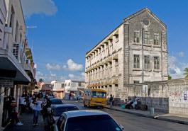 Edifício desocupado na capital dos Barbados