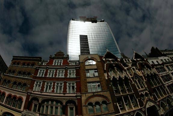 edificio produz energia solar