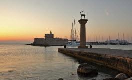Porto de Mandraki em Rodes